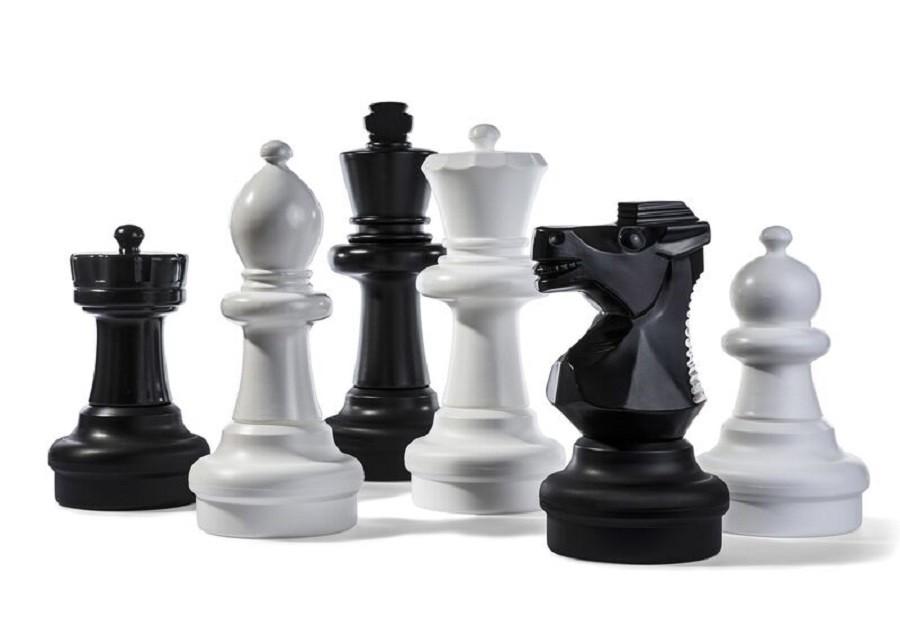Un jeu d'échec géant est apparu dans la cour de Moka